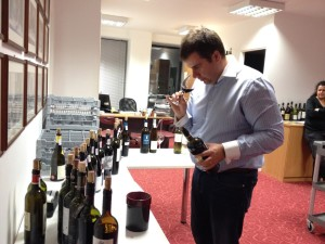 Konstantinos Lazarakis MW assessing the wines after the blind tasting